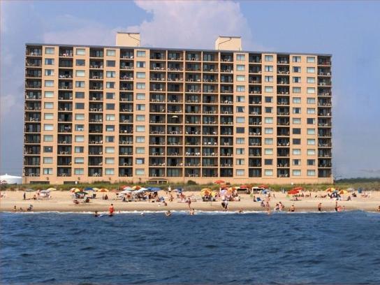 Carousel Beachfront Hotel F
