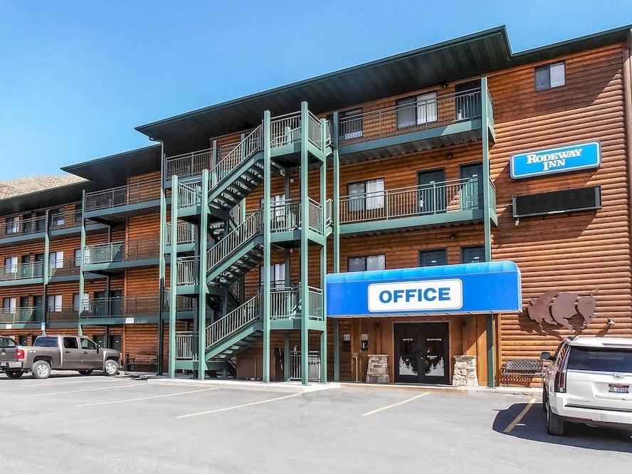 Rodeway Inn and Suites Gardiner F1